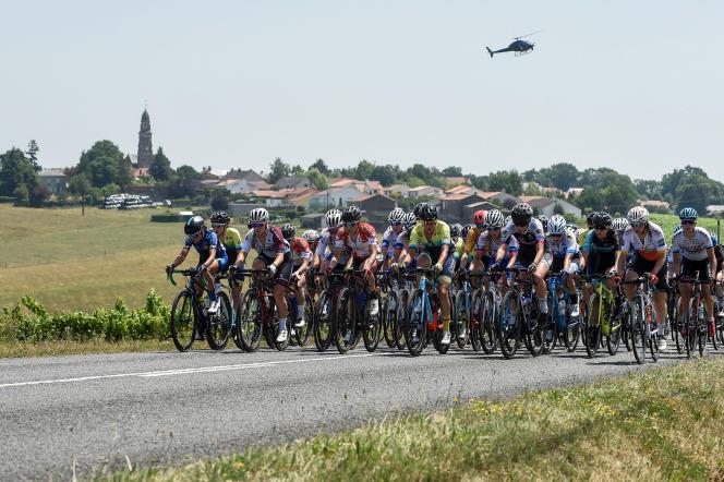 Des coureuses lors du championnat de France de cyclisme 2019. Marion Sicot avait été contrôlée positive après l'épreuve contre-la-montre.
