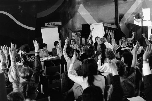 Réunion du mouvement Choisir la cause des femmes, cofondé par plusieurs personnalités, dont Gisèle Halimi, à Paris, en 1978.