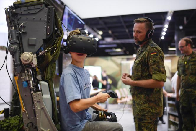 Sur le stand de l'armée allemande lors de la Gamescom, le Salon du jeu vidéo de Cologne, en août.