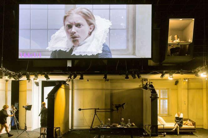 L'«Orlando» de Katie Mitchell (joué par la formidable Jenny König) mêle habilement théâtre et cinéma.