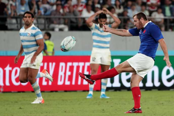 Rugby A la fin du match contre l'Argentine, samedi, Camille Lopez célèbre la victoire de l'équipe de France.