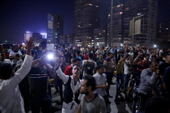 Des manifestants appellent au limogeage du président Abdel Fattah Al-Sissi, au Caire, le 20 septembre.