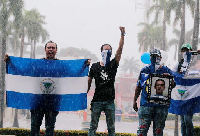 Des manifestants protestent contre le gouvernement de Daniel Ortega, à Managua, le 21 septembre.