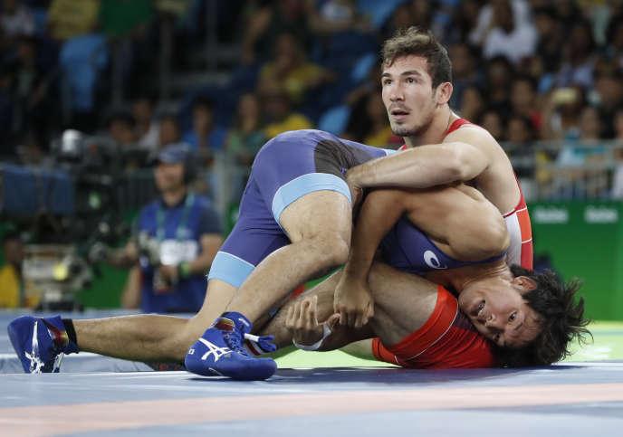 Zelimkhan Khadjiev (en rouge), lors des Jeux olympiques de Rio, en août 2016.