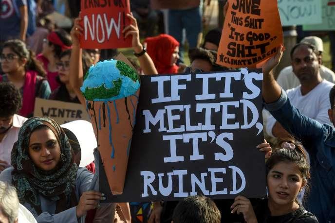 La «Mock COP26» arrive à un moment où le mouvement Fridays for Future cherche à se réinventer, alors que la pandémie de Covid-19 lui a porté un coup, en empêchant ses membres de défiler toutes les semaines. Ici, une manifestation à Karachi, en septembre 2019.