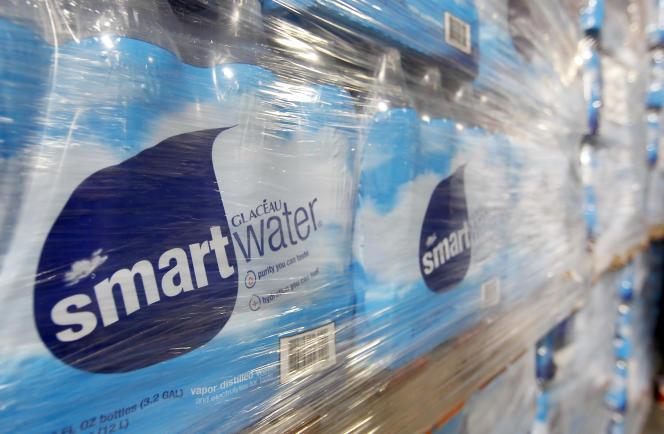 Des bouteilles de Smartwater, produites par le groupe Coca-Cola, à Draper, dans l'Utah, en 2011.