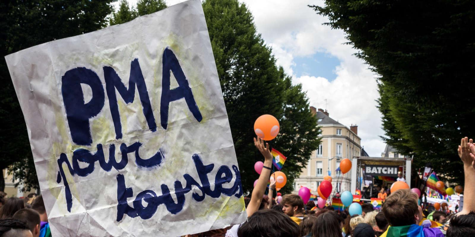 A PMA sign for all floats above the cortege de la gay pride during the 2019 Pride march in Rennes on June 8, 2019. Une pancarte PMA pour toutes flotte au dessus du cortege de la gay pride lors de la marche des fiertes 2019 à Rennes le 8 juin 2019.