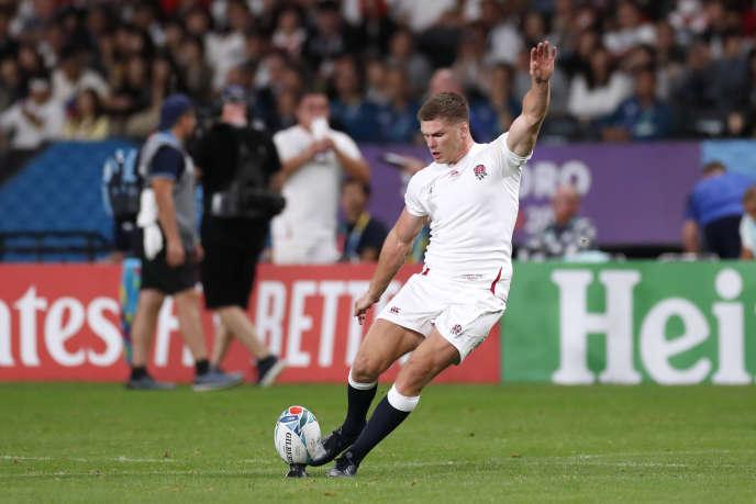 Rugby Owen Farell convertit un essai lors du match Angleterre - Tonga le 22 septembre.