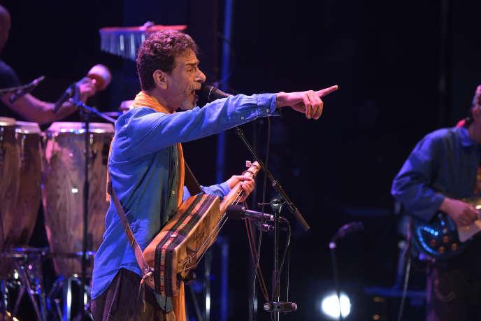 Le leader du groupe Gnawa Diffusion, Amazigh Kateb,au Festival Arabesques à Montpellier, le 21 septembre 2019.
