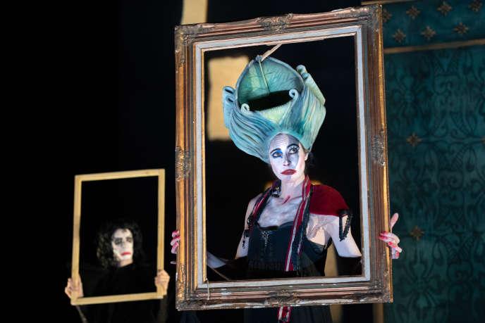 Barkilphedro et la duchesse Josiane dans«L'Homme qui rit», mis en scène par Claire Dancoisne d'après Victor Hugo.