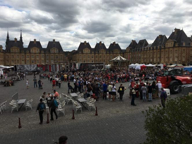 La place Ducale de Charleville-Mézières, inspirée de la place des Vosges à Paris, le dimanche 22 septembre.