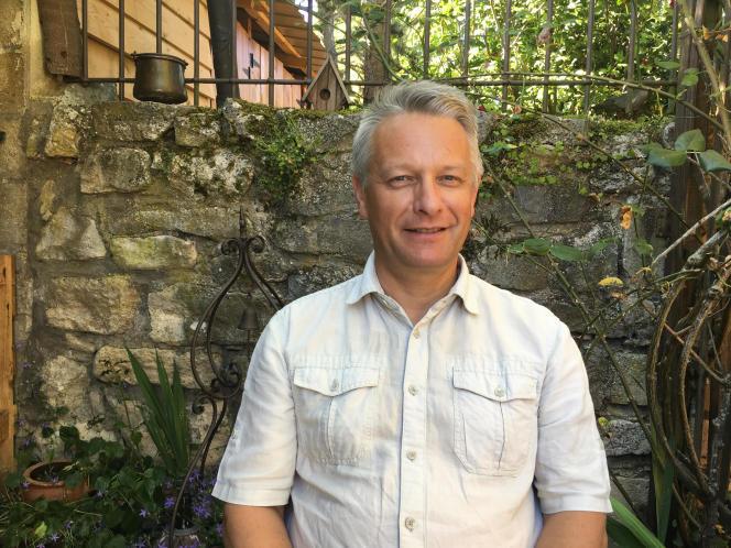 Régis B., 56 ans, dans son pavillon à Vaumoise (Oise).