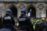 Photographie prise lors de la manifestation des « gilets jaunes », samedi15décembre devant l'Opéra de Paris.