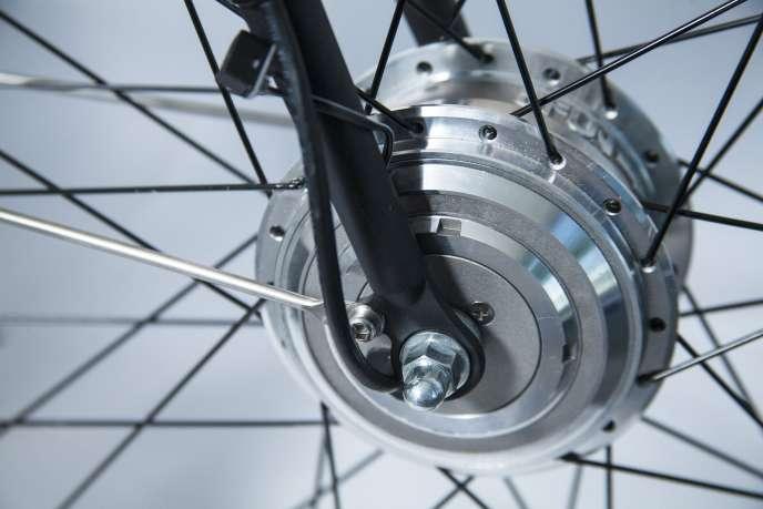 «La loi prévoit la mise en place – facultative – par les employeurs d'un « forfait mobilité » de 400 euros au maximum pour inciter les salariés à opter pour le vélo, l'autopartage ou le covoiturage» (Photo: détail d'un vélo électrique).