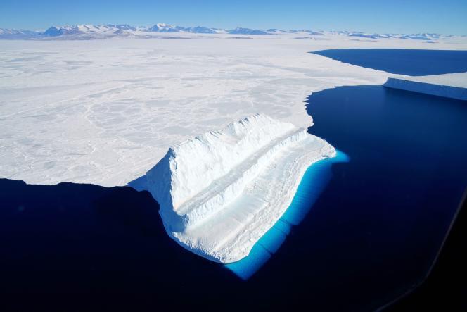 Le détroit de McMurdo, en mer de Ross, sur l'Antarctique, en décembre 2017.