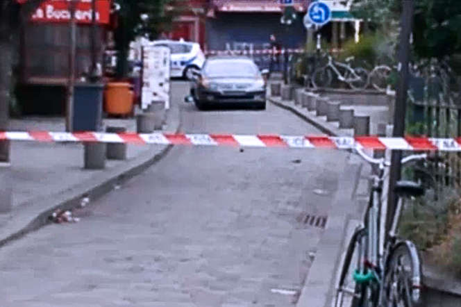 La voiture contenant six bonbonnes de gaz, stationnée dans une petite rue près de Notre-Dame, le 4 septembre 2016.