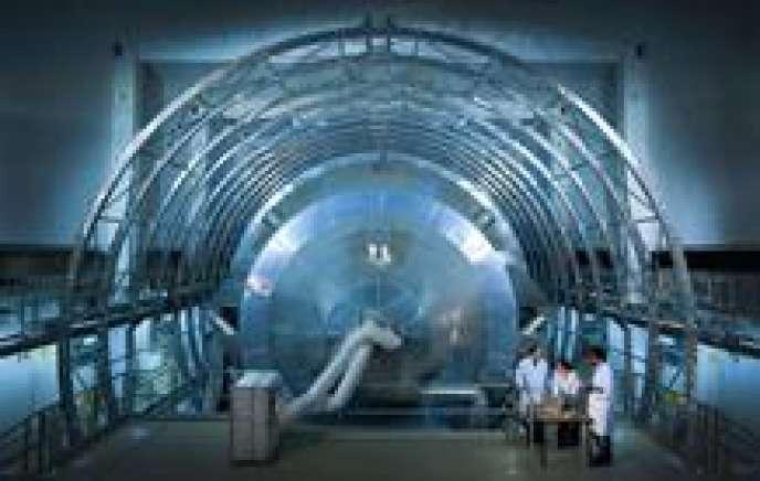 Karlsruhe Tritium Neutrino Experiment (KATRIN), en Allemagne.