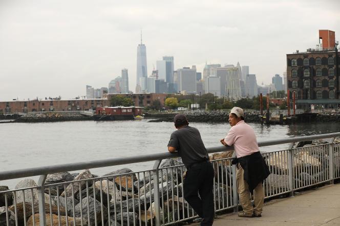 New York en 2018.Une des pistes envisagées consiste àfermer le port par une digue assortie de deux barrages supplémentaires.