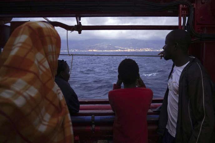 L'« Ocean Viking» approche de Messine, en Sicile, le 24 septembre.