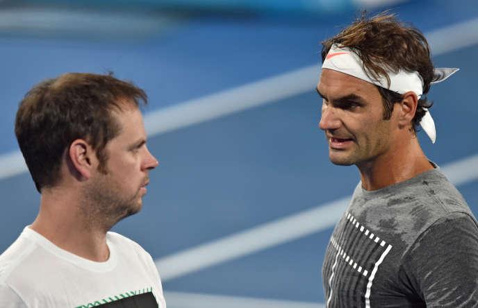 Roger Federer và Severin Lüthi bên lề Úc mở rộng 2017.