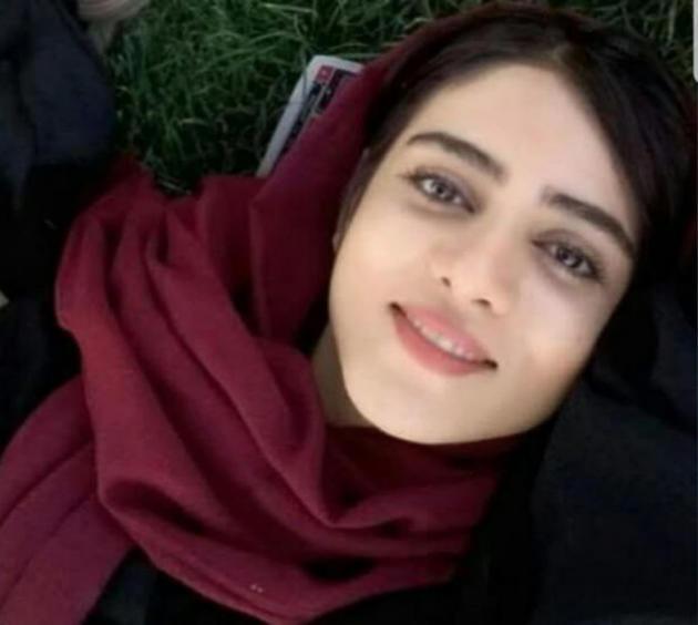 Sahar Khodayari a été arrêtée en mars alors qu'elle tentait d'entrer dans le stade Azadi, à Téhéran. Elle est morte le 9 septembre, à l'âge de 29 ans, après s'être immolée par le feu devant le tribunal révolutionnaire de la ville.