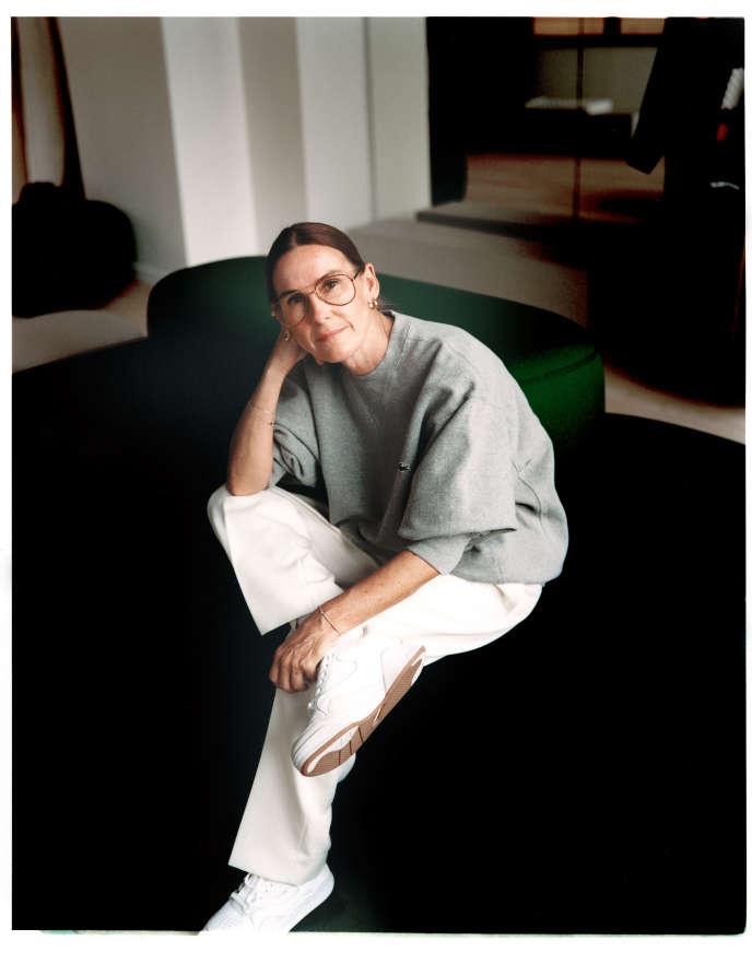 La directrice artistique Louise Trotter, le 12 septembre 2019, dans les nouveaux locaux de Lacoste, boulevard de Montmorency, dans le 16e arrondissement de Paris.