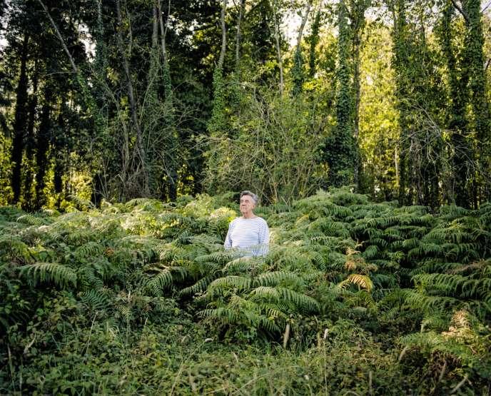 Yves Cochet, dans sa propriété au nord de Rennes, en septembre.