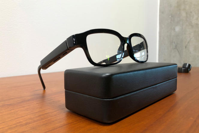 Les lunettes connectées Echo Frame sont équipées de haut-parleurs qui diffusent le son vers les oreilles.