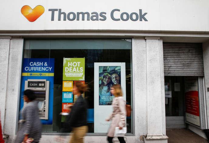 Devant une boutique Thomas Cook, à Londres, le 23 septembre.