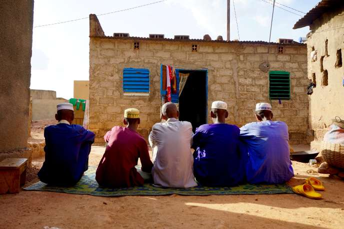 Des rescapés peuls à Ouagadougou, le 10juin. Ils dénoncent des exactions sommaires dans leur village du nord du pays.