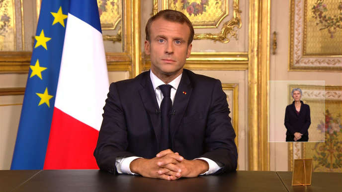 Emmanuel Macron rend hommage à son prédécesseur Jacques Chirac depuis le palais de l'Elysée, le 26 septembre.