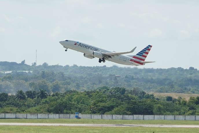 Un avion d'American Airlines décolle de l'aéroport José Marti, à La Havane (Cuba), le 26 septembre.