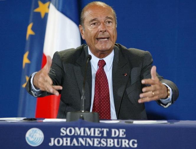 Le président Jacques Chirac s'adresse à la presse, le 3 septembre 2002, lors du Sommet de Johannesbourg sur le développement durable, durant lequel il prononça la fameuse phrase « Notre maison brûle et nous regardons ailleurs».