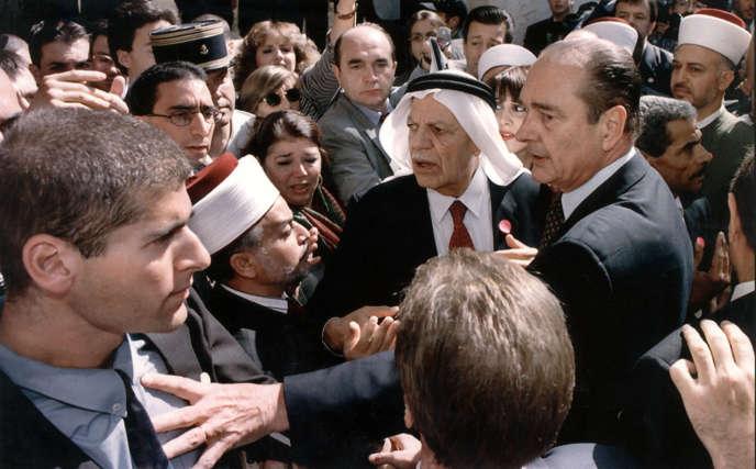 Jacques Chirac s'oppose aux services de sécurité israéliens, à Jérusalem, le 22 octobre 1996.