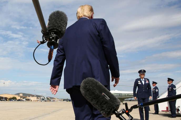 Donald Trump a répondu à la presse avant de monter à bord du Air Force One (Maryland) le 26 septembre.
