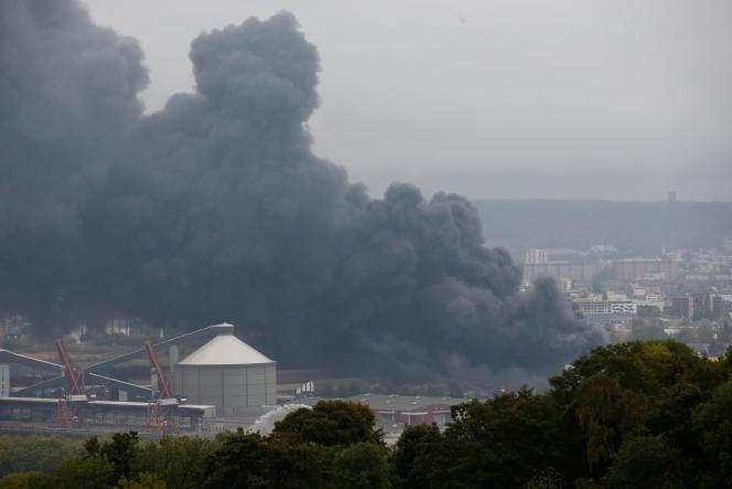 Le 26 septembre, à Rouen, plus de 5000 tonnesde produits chimiques sont parties en fumée à l'usineLubrizol.