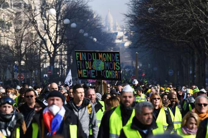 La pancarte tenue par Camélia lors des manifestations des« gilets jaunes» (ici, le 16 février) avait été repérée à plusieurs reprises par les photographes.