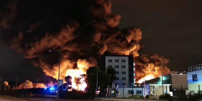 Planète : Toute l'actualité sur Le Monde.fr.Les images du violent incendie dans une usine sensible de Rouen