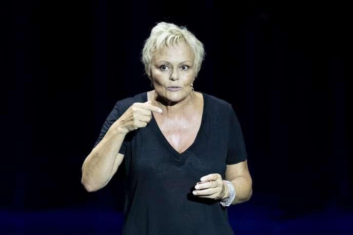 Muriel Robin en pleine représentation de son spectacle «Et pof !», au théâtre Anthea d'Antibes, le 18 septembre.