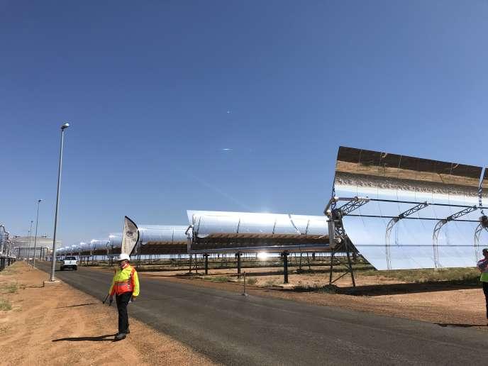 Les miroirs du Kathu Solar Park, en Afrique du Sud, sont équipés d'un système qui suit la trajectoire du soleil.