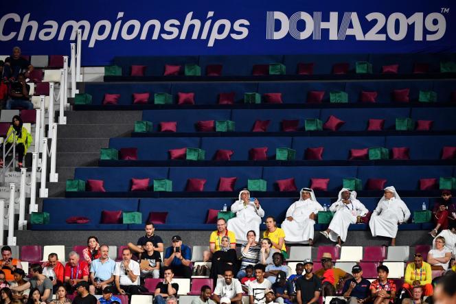 Depuis le début des épreuves des Championnats du monde, vendredi 27 septembre, le stade Khalifa est loin de faire le plein.