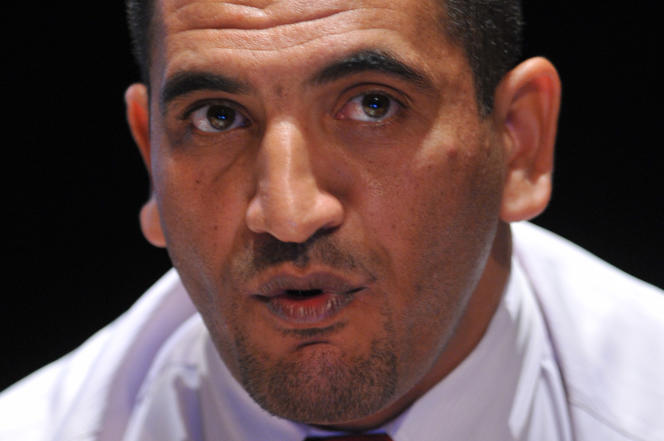 Karim Tabbou, alors secrétaire général duFront des forces socialistes, à La Rochelle, en France, le 26août 2011.