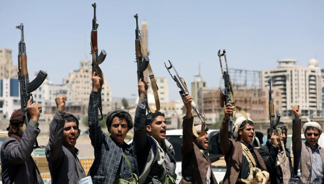Des rebelles houthistes à Sanaa, la capitale du Yémen, le 21 septembre.