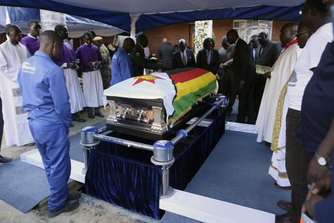le cercueil de Robert Mugabe, samedi 28 septembre dans sa maison natale de Zvimba.
