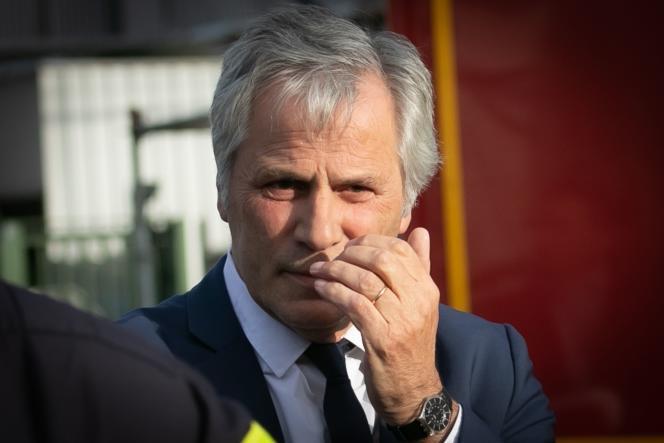 Le PDG de Lubrizol France, Frédéric Henry, lors de la visite d'Agnès Buzyn à l'unité de sécurité de l'usine, près de Rouen, le 27 septembre.