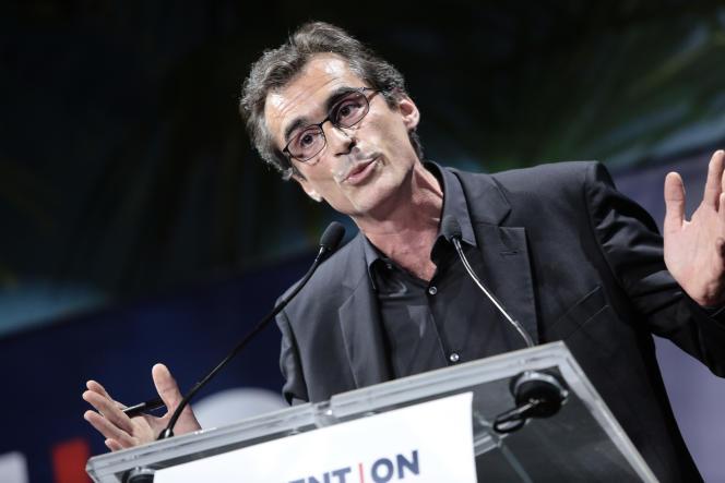 Raphaël Enthoven s'est fait huer par le public quand il a pris la parole.