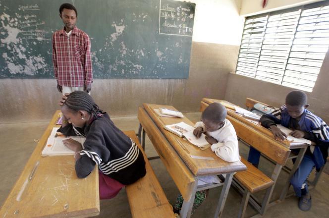 Dans l'école du village de Noumbila, au nord de Ouagadougou, en novembre 2004.