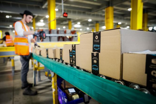 Dans l'entrepot logistique d'Amazon, à Vélizy-Villacoublay, le 23 septembre.