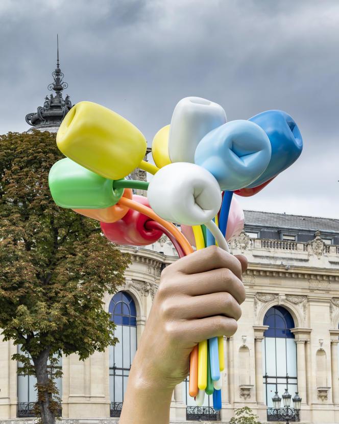 « Bouquet of Tulips», la sculpture de Jeff Koons qui doit être inaugurée dans les jardins des Champs-Elysées à Paris, vendredi 4 octobre.