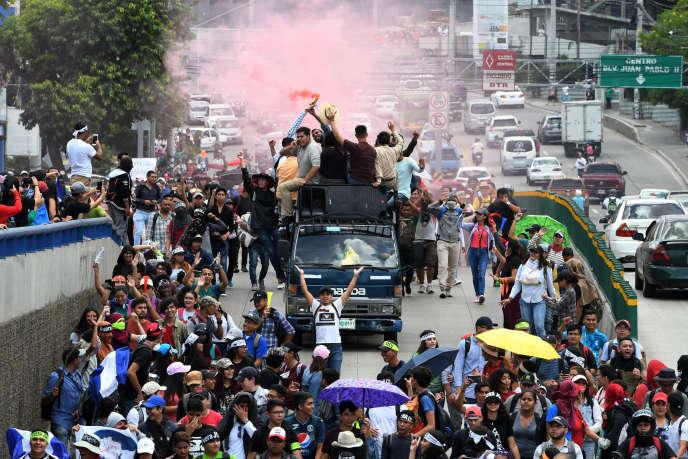 Des étudiants demandent la démission du président hondurien, Juan Orlando Hernandez, pour ses liens présumés avec le trafic de drogue, le 14 août 2019 à Tegucigalpa.